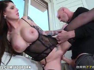 Brazzers - caldi milf tesoro danika gets pounded da giovane stallone