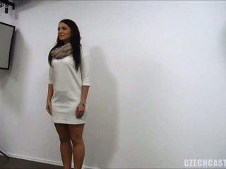 امرأة سمراء, اليورو, اللسان