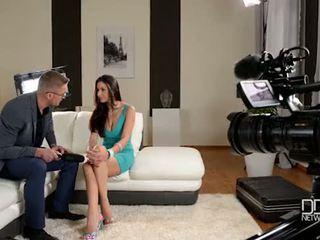 Италиански glanour мадама gets interviewed преди анално секс