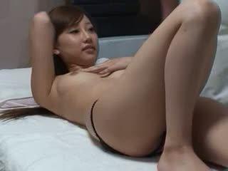 ruskeaverikkö, pienet rinnat, fetissi