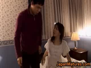मेच्यूर जपानीस मॉडेल gets fingered
