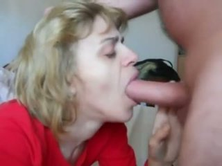 Mom in mouth-fuck n cum walet action