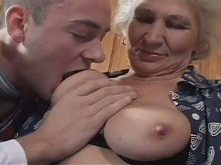 babička, velká přírodní prsa, punčochy