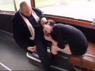 Baise dans un bus