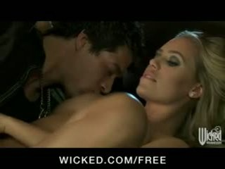 令人惊叹 脏 金发 孩儿 nicole aniston sucks & fucks big-dick