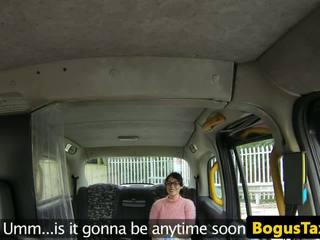 Squirting taxi brit perseestä mukaan bogus cabbie: vapaa hd porno 53