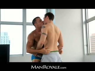 Manroyale guy massages a bodybuilder's dzimumloceklis