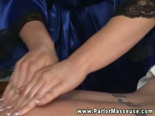 Seksikäs masseuse kanssa moutful of kukko alkaen hänen asiakas