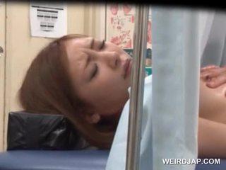 Ázijské sweetie gets ju chňapnúť licked podľa lusty doktor