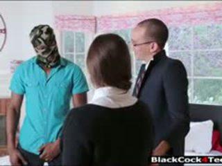 漂亮 褐发女郎 青少年 amirah adara nailed 由 巨大 黑色 公鸡