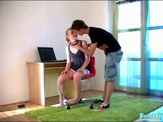 Išdykęs guy gets undressed
