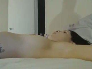 Heet chick tied omhoog in bed terwijl getting hard neuken: porno 2e