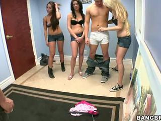 3 guys uno ragazza porno