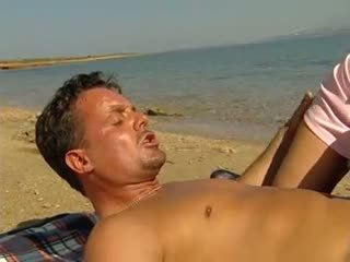 Anal et fisting sur plage