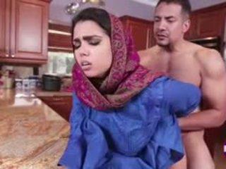 Ada sanchez gets זיון ב the מטבח