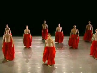 Оголена танцююча ballett група
