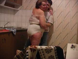 Poeg fucks ema juures the köögis