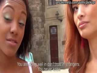 Two bello europeo ragazze takes contante per un arrapato tre alcuni sesso