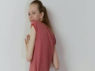 Mabuk warga rusia super kurus kering gadis bergambar