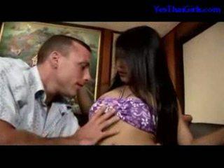 Warga thai gadis menghisap zakar/batang getting beliau faraj fucked pada yang katil