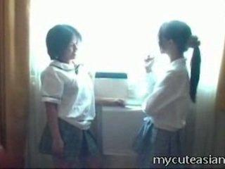 2 teenager lesbo chinees kuikens having seks rond