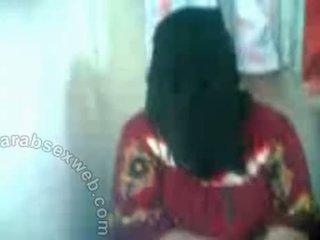 Arab hottie im hijab exposes pussy-asw577