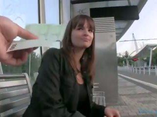 Publiczne agent - czeska dziewczyna fucks na the grass (huuu)