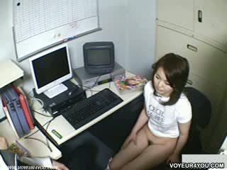 Pejabat wanita-wanita kedai owner menghisap zakar
