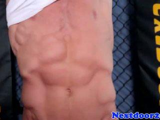 Atletike homo hunk wanking e tij kokosh