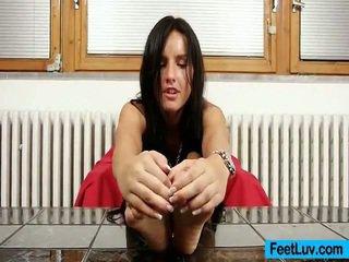 Nhỏ bé sharon licks cô ấy bare chân