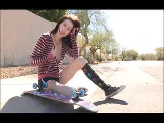 Aiden onto the tänav skateboarding ja riidest lahtivõtmine bare