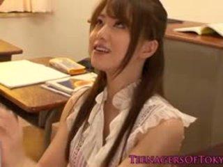 日本語 美洲獅 老師 性交 由 她的 學生