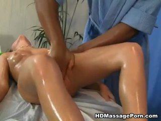 Bela gaja wants um porcas massagem