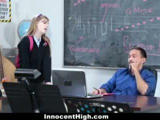Innocenthigh- manis orang berambut pirang fucks dia guru