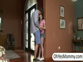 Victoria con boyfriend gets pillada por traviesa paso mamá alexandra