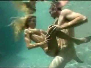 Debaixo de água sexo