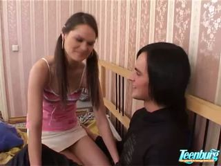 Pal takes av clothes av jente slowly