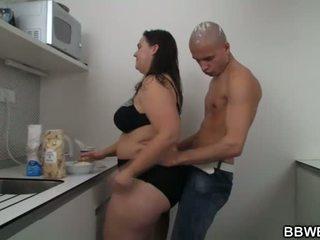 热 大美女 性别 在 该 厨房