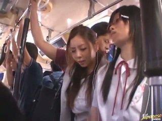 Shameless 음란 중국의 females having funtime 주위에 bananas 에 공공의 버스