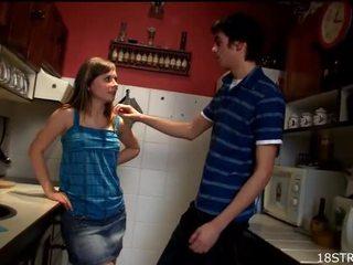 Amorous a divé kuchyňa sex