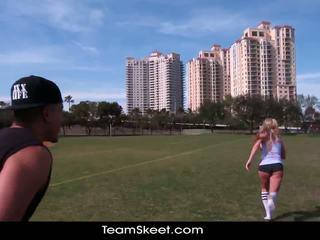 Therealworkout smutsiga blondin addison avery gjort kärlek efter football träning