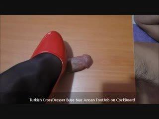 Turkkilainen buse naz arican - jalkatyöpaikka päällä cockboard