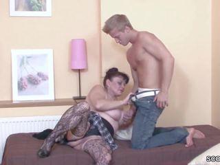 Muda laki-laki merayu dia nenek untuk mendapatkan pertama apaan: resolusi tinggi porno b3