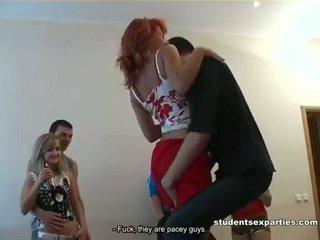 Sajaukt no videoklipi no studente porno parties