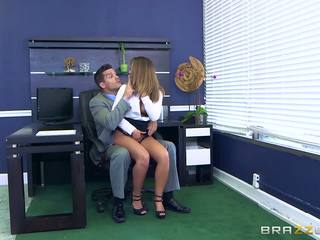 Brazzers - layla london wants mõned kontoris riist