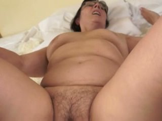 Príťažlivé stará mama loves mladý cocks