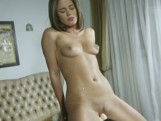 Young babe cums hard on sybian toy