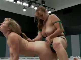 Adrianna nicole și bella rossi juca sex joc xxx joc împreună împreună cu o strapon în schimb de lupte