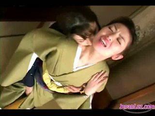 Aasialaiset tyttö sisään kimono getting hänen kasvot kissed pillua ja tiainen