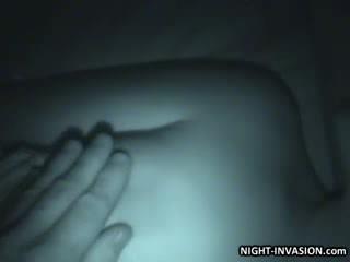 Boneka stroking shaft di tidur